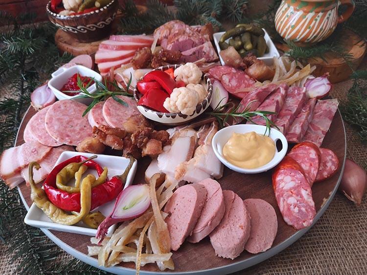platou aperitiv cu preparate traditionale