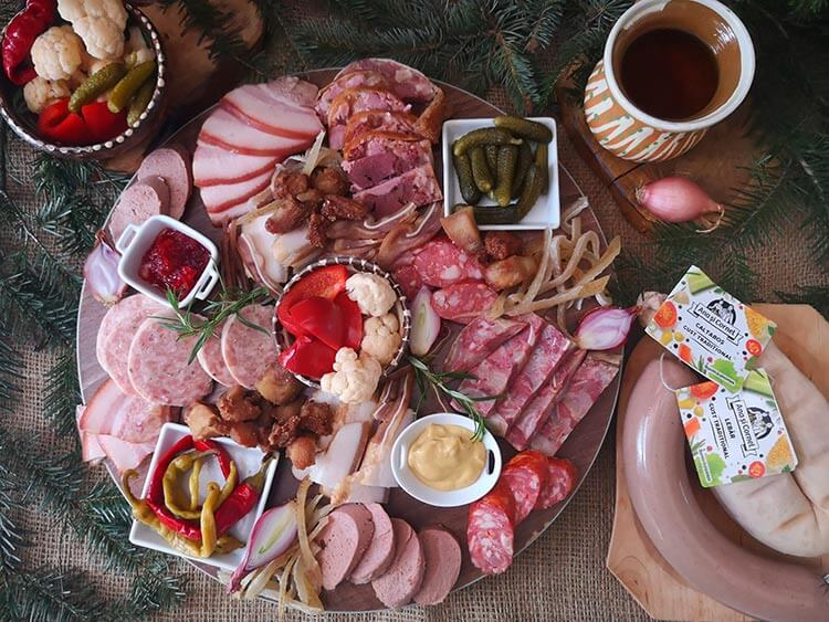 platou aperitiv cu preparate traditionale