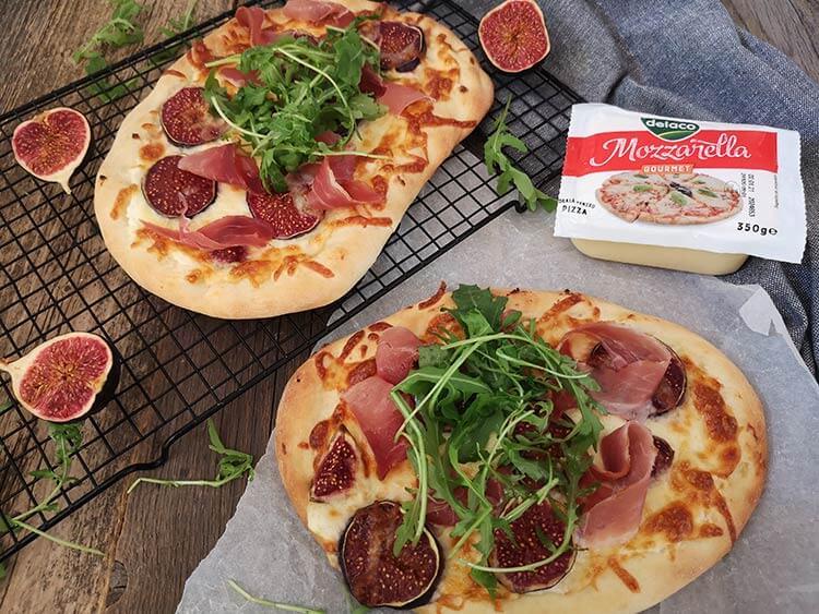 pizza cu prosciutto si smochine