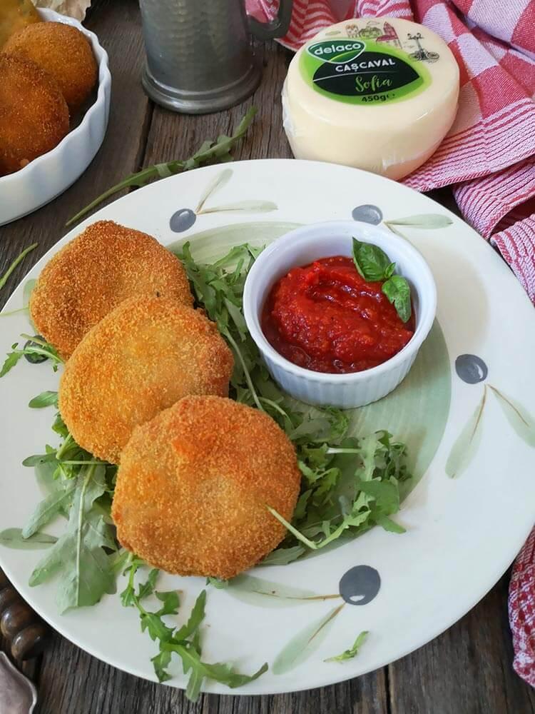 chiftele de cartofi cu cascaval si somon