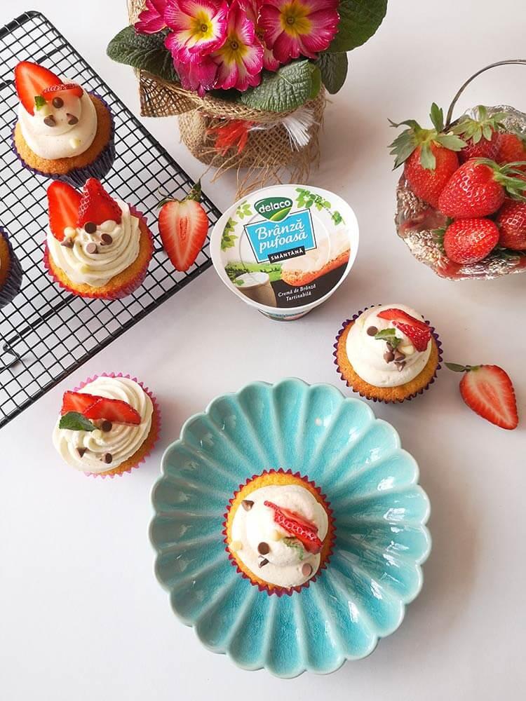 Muffins surpriza cu capsune