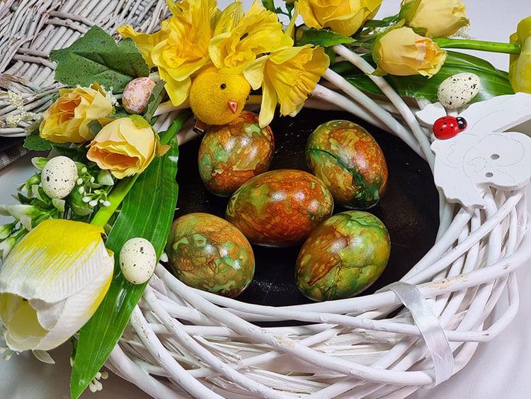 oua vopsite in coji de ceapa