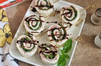 Mini aperitive cu Mozzarella Rollo